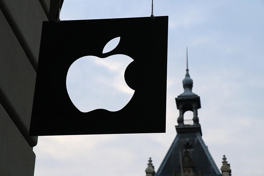 Apple с рекордным доходом от iPhone на конец прошлого года