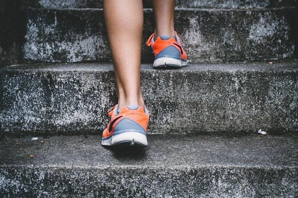 Как лечить варикоз на ногах. Лечение варикоза в домашних условиях и лазером