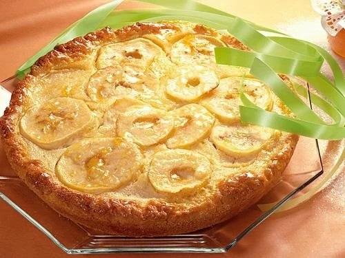 Яблочный пирог со сливочным соусом: восхитительное наслаждение!
