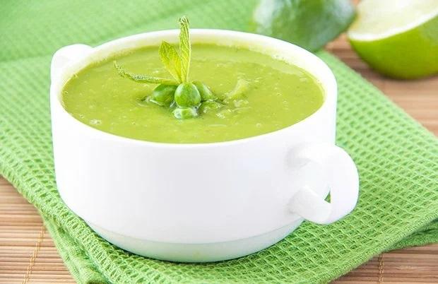 От здорового горохового супа ваши дети будут в восторге. Отличный и простой рецепт!