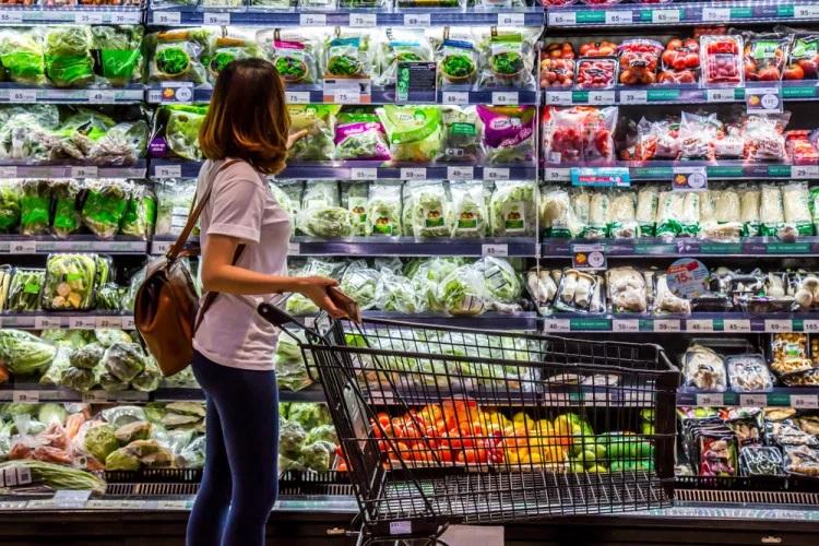 Диетолог определил самые вредные продукты в магазине