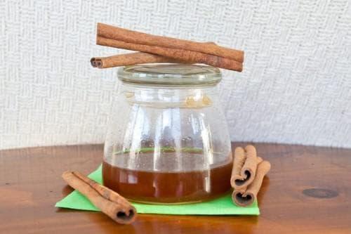 Домашняя маска для ускорения роста волос с оливковым маслом, медом и корицей