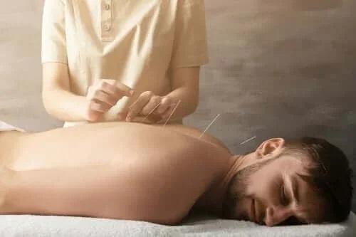 Как иглоукалывание помогает избавиться от боли в суставах?