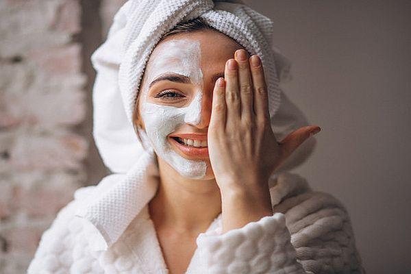 Сделайте маску для лица из аспирина, меда и йогурта