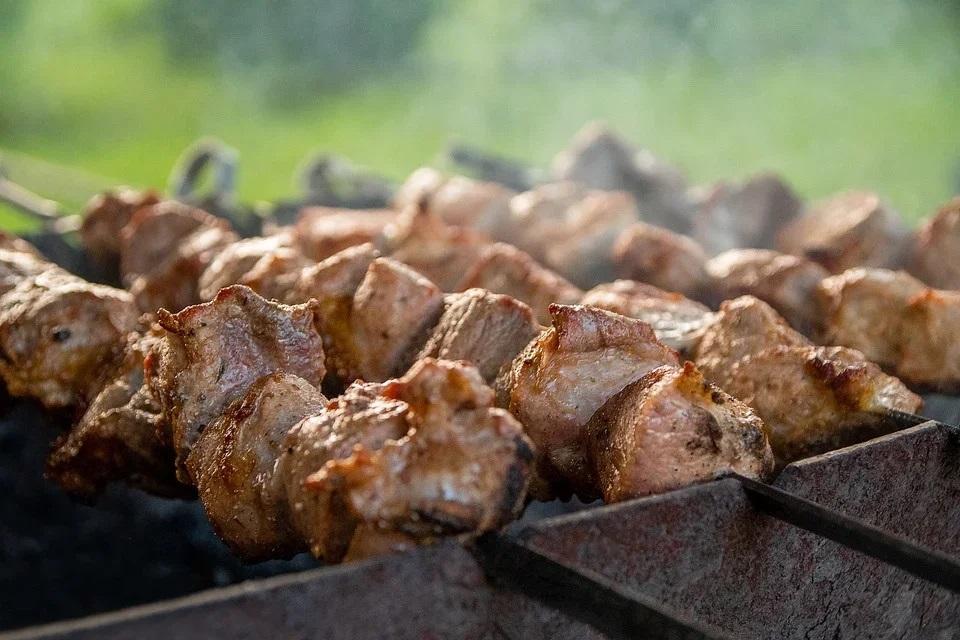 Безопасное мясо на гриле: как избежать образования вредных канцерогенных соединений