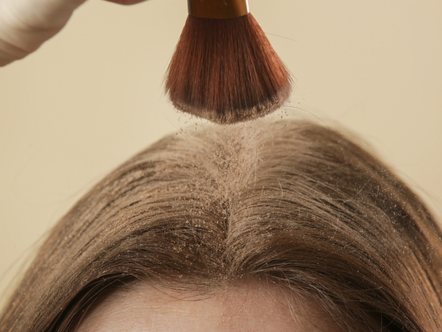 Что произойдет с вашими волосами, если вы будете использовать сухой шампунь каждый день?