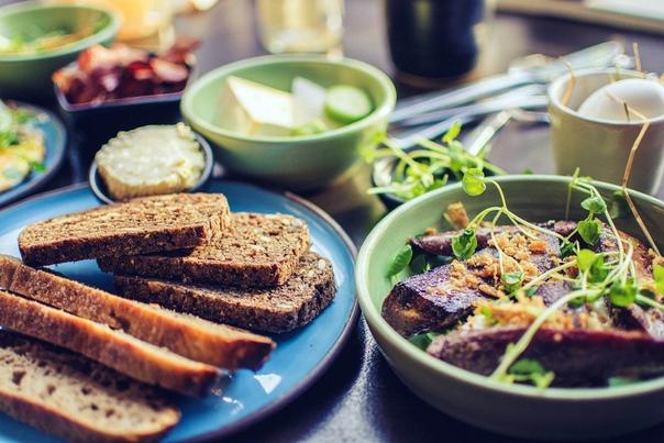 Успешно похудеть: 3 компонента завтрака, которые могут помочь против жира на животе