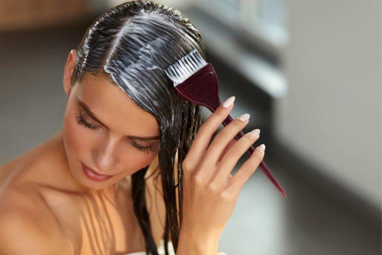Бузина, шалфей, орехи: красим волосы без химикатов!