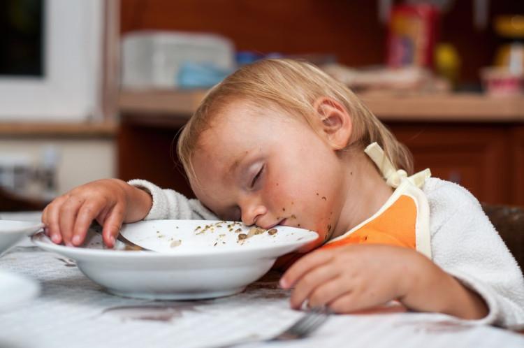 Диетолог объяснил, почему нельзя ложиться спать голодными