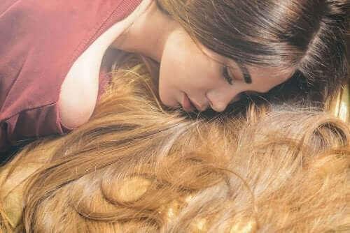 Шесть эфирных масел, ускоряющих рост волос