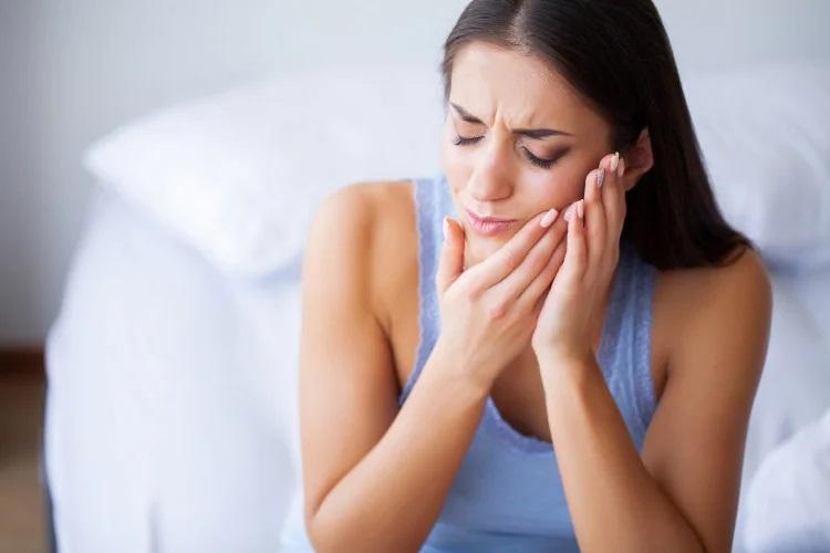 Как быстро успокоить зубную боль простыми методами