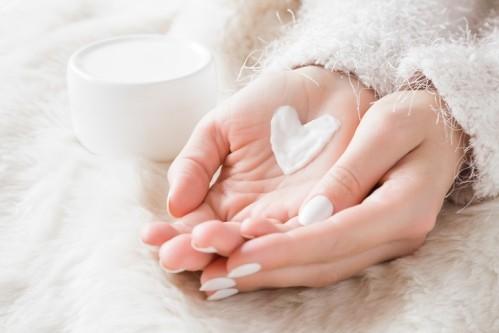 Чем смягчить кожу рук