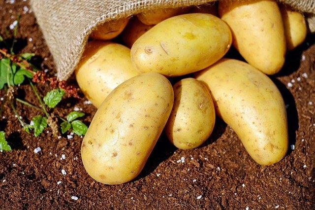 Как восстановить кожу лица и удалить прыщи и угри с помощью картофеля.